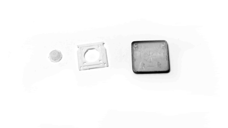 מנגנון הכפתורים מורכב מכיפת גומי, מנגנון נדנדה מפלסטיק והכפתור עצמו.